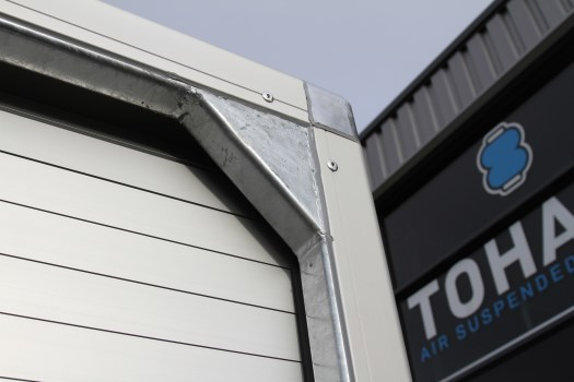 Tohaco-enclosed-body-overhead-door-3